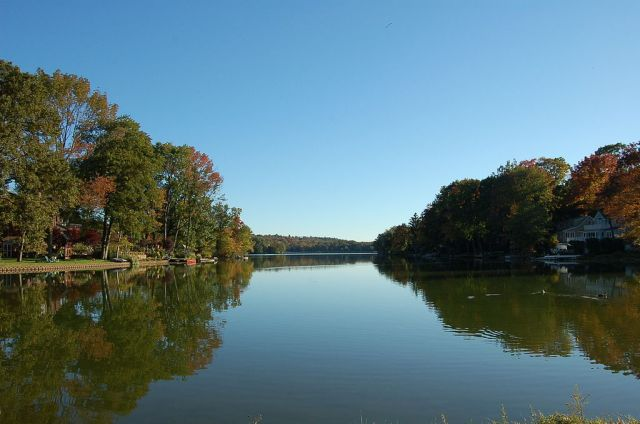 Packanack Lake, Wayne, NJ Photo courtesy of Theresa216 (Wiki Commons)